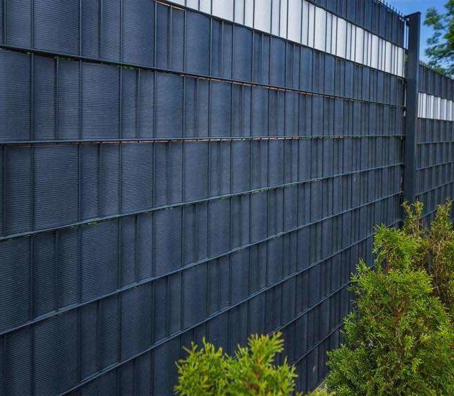 Doppelstabmatten Sichtschutz mit Bepflanzung