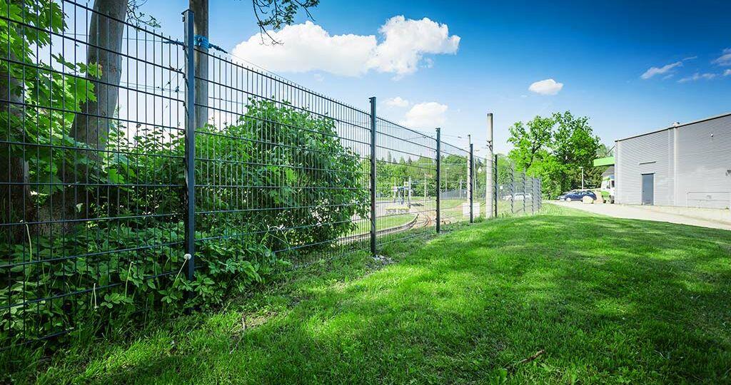 doppelstabmatten-zaun-selbst-aufbauen