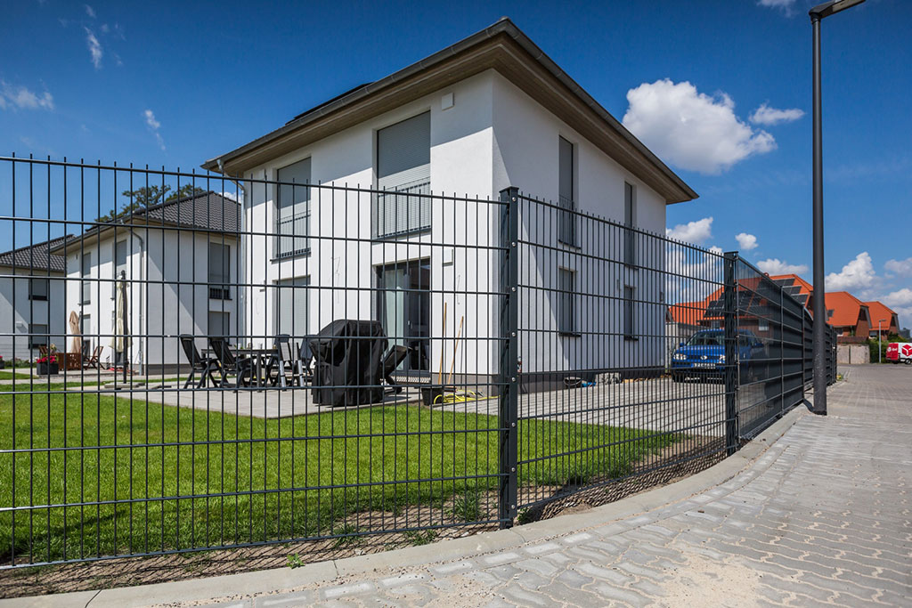 Doppelstabmattenzäune passen nicht zum modernen Haus
