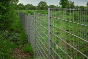Exaktes Zaun-Aufmaß für geraden Zaun