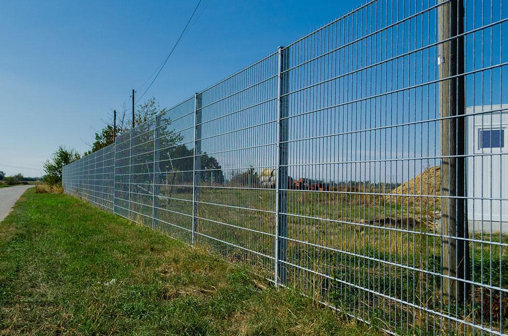 Hoher Zaun für hohe Sicherheit