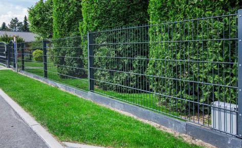 Projekt 02 – Doppelstabmatten mit Gartentor in Anthrazit