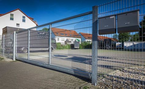 Projekt 11: Verzinkte Doppelstabmatten am Parkplatz