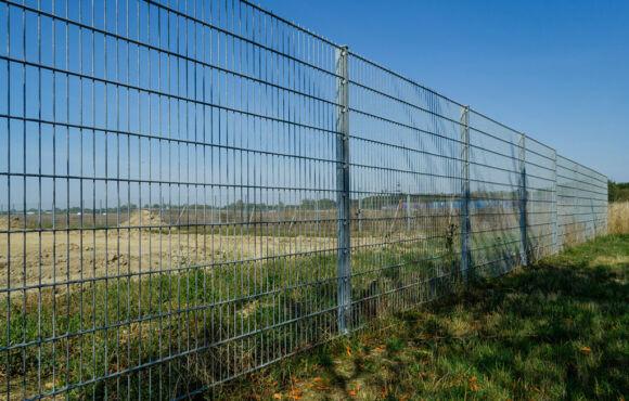 Projekt 36: Doppelstabmattenzaun für ein großes Industriegebiet