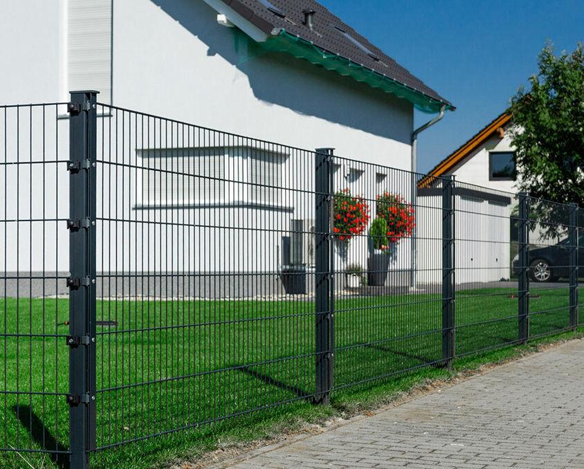 Projekt 41: Solide Doppelstabmatten als Gartenzaun